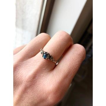 Srebrny pierścionek z labradorytem