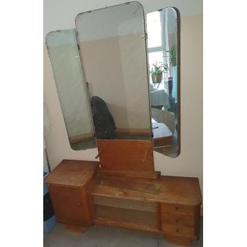Drewniana toaletka z dużym lustrem i skrzydłami