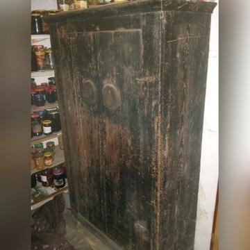 zabytkowa czarna szafa (ok. 100-letnia)