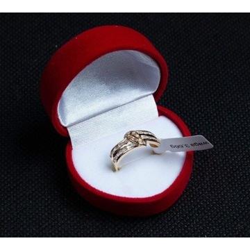 Zloty pierścionek wysadzany cyrkoniami rozm.17