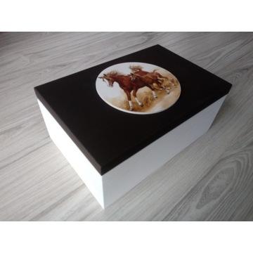 Duże drewniane pudełko 20cm x 30cm  z końmi