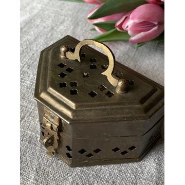 Metalowa szkatułka, kolor miedziany