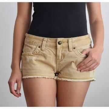Beżowe szorty Cross Jeans