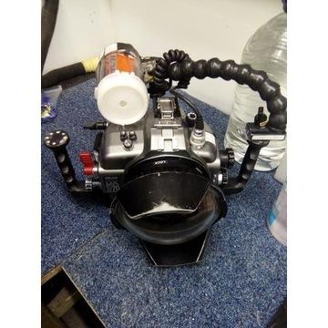 Aparat Nikon D70 z obudową sea and sea oraz lampą