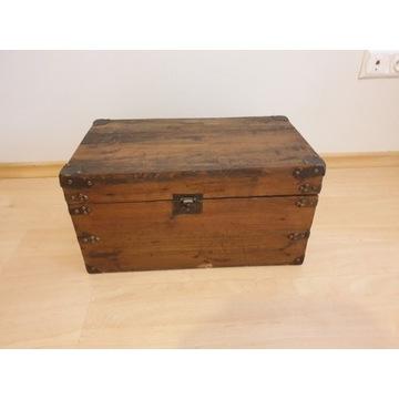 Stara drewniana skrzynia - kufer