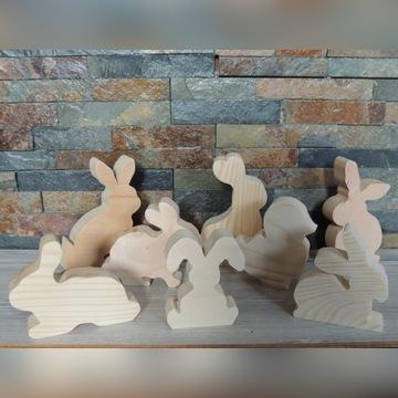 Małe drewniane figurki wielkanocne