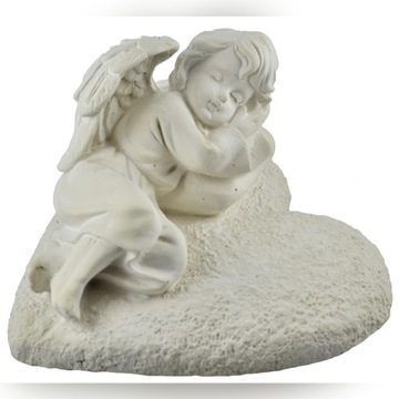 Piękny anioł na sercu gipsowy znicz