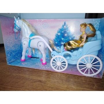 NOWA Kareta z koniem i lalką - na baterie