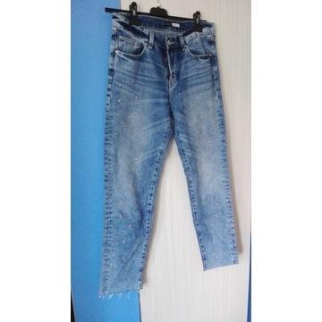 Spodnie jeansy slim boyfriend z dżetami Sinsay S