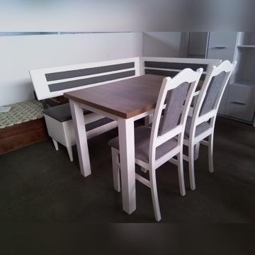 Narożnik kuchenny ze stołem i krzesłami
