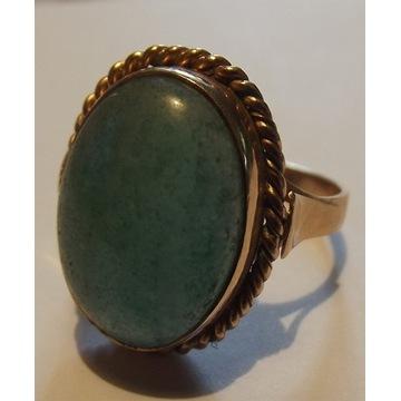 Pierścionek, złoto 865, chalcedon, 7 g.