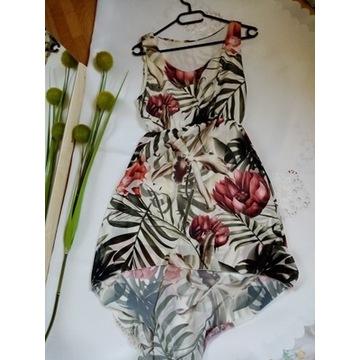 zwiewna sukienka w kwiaty letnia