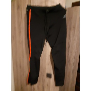 Spodnie dresowe firmy Adidas rozmiar L