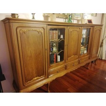 Komoda z witryną do salonu, klasyczna, rzeźbiona