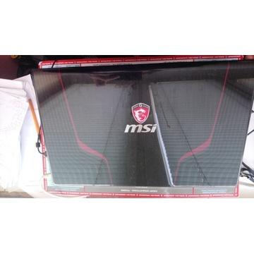 Laptop 17 calowy MSI GE70 660m + torba przenośna