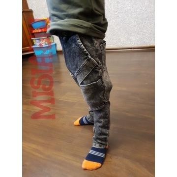 """Ciekawe spodnie """"jeansowe"""" 128/134"""