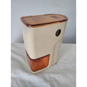młynek żarnowy do kawy z pojemnikiem AKA MWM-3