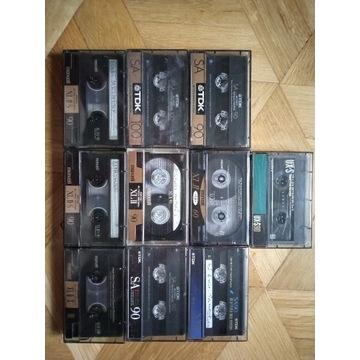 10 kaset chromowych.