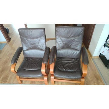 Fotele skórzane na drewnianych podstawach