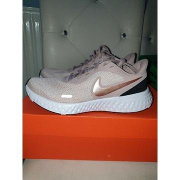 Nike Performance Revolution 5
