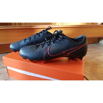 Nowe Nike korki 13 ACADEMY FG/MG czarne rozmiar 41