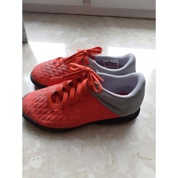 Halowki, tenisowki Nike r.30