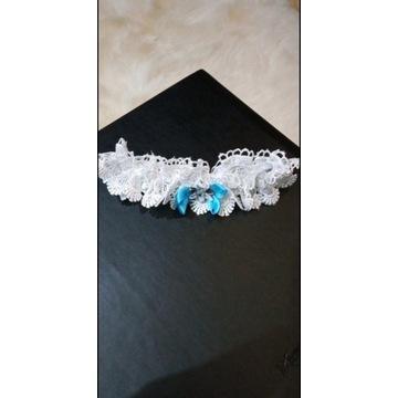 Podwiązka biała ślubna z niebieską kokardą