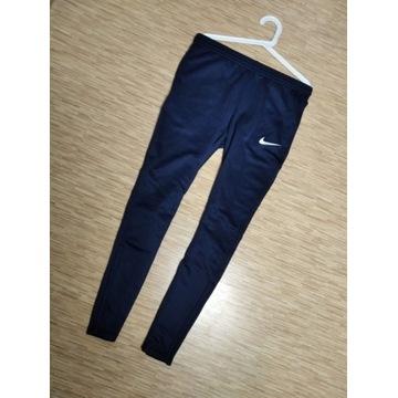Spodnie Dresowe Nike nowe z metką zwężane/slimowan