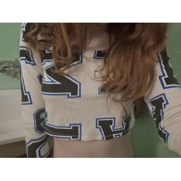 Krótka bluzka noszona fetysz