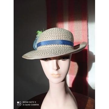Słomkowy kapelusz z kwiatami. Nr 2.