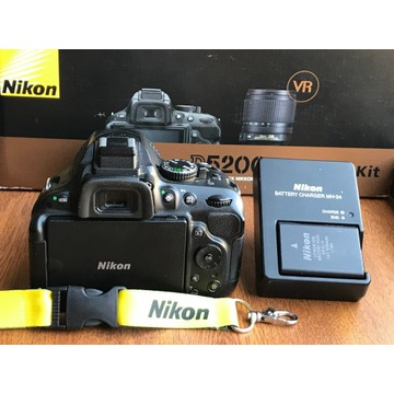 Nikon D5200 + obiektyw 18-55 mm f/3.5-5.6G