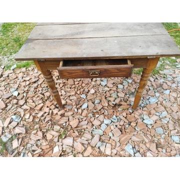 Zabytkowy drewniany stół