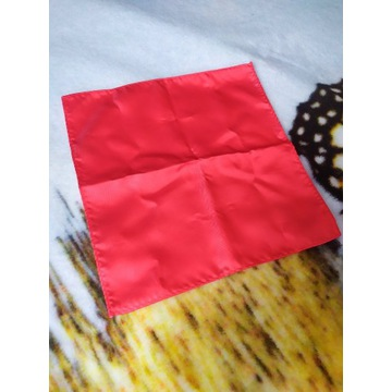 Czerwona poszetka garniturowa