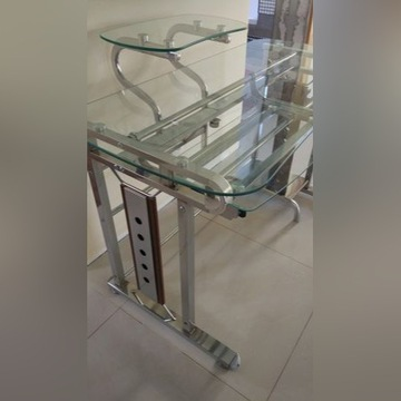 Biurko komputerowe szklane