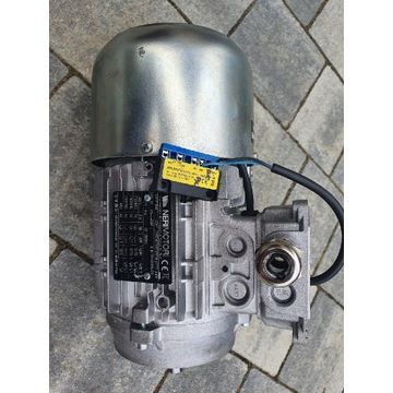 Silnik 3 fazowy 0,37kw z automatycznym stopem