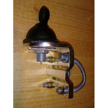 kabel CB wraze mocowaniem do relingu w aucie