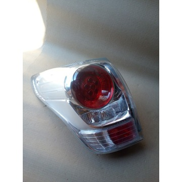 TOYOTA VERSO 13-  REFLEKTOR LAMPA TYLNA LEWA 81561