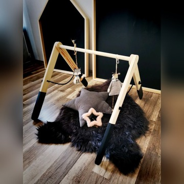 Stojak drewniany edukacyjny Baby Gym