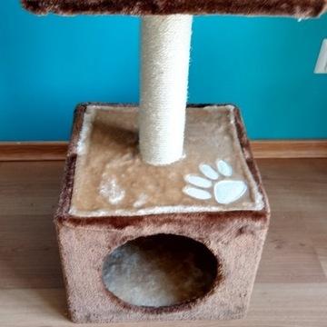 Domek dla kota z drapakiem