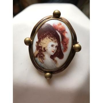 Stara broszka z porcelany