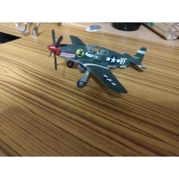 Sklejony model samolotu wojskowego Mustang B 51.