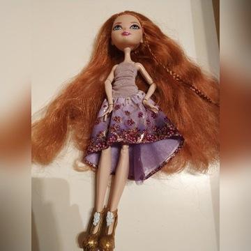 Lalka Ever After High Holly O' Hair na stojaku