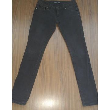 Jeansy rurki czarne,bardzo niski stan , rozm.28