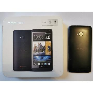 HTC One smartphone + pudełko
