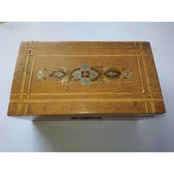Przedwojenna stara szkatułka drewniana