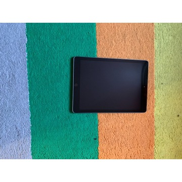 "Tablet Apple A1893 9,7"" 2 GB / 32 GB szary , SIM"