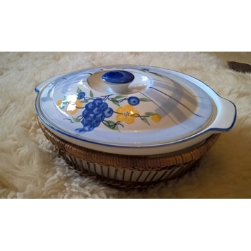 Misa porcelanowa w koszyku