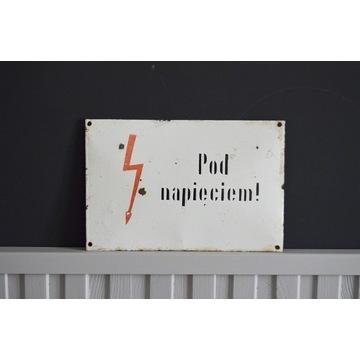 Tabliczka tablica metalowa duża prl Pod napięciem