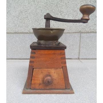 Młynek do kawy z XIX wieku