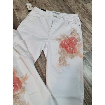 Spodnie Jeansowe białe z aplikacją kwiatową 46